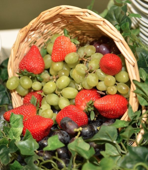 grapes and straws basket